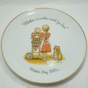 """Holly Hobbie Decorative 10"""" Plate Mother's Day 73"""